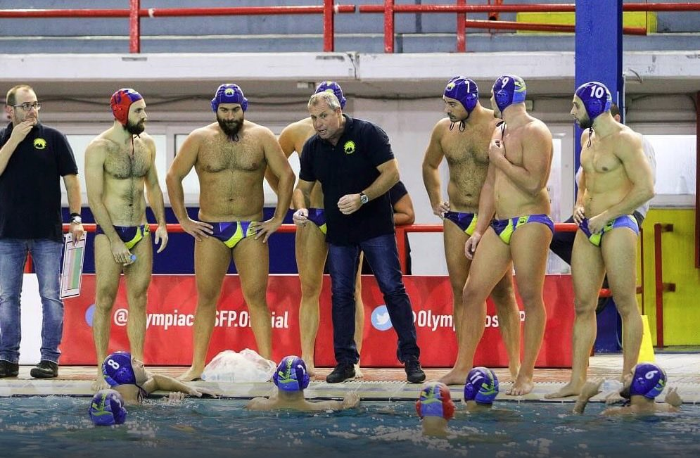 Η ομάδα υδατοσφαίρισης του Περιστερίου με τον Κώστα Λούδη